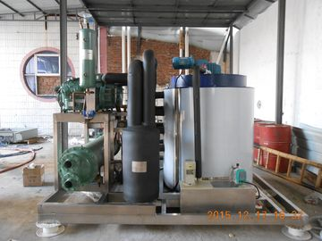 Cina 10000kg/Day Industrial Ice Making Machine , Commercial Grade Ice Machine Distributor